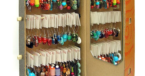 DIY jewelry display box: Earrings display on the go... Using an ordinary