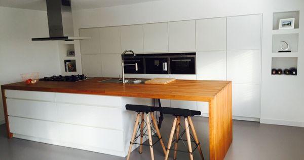 Grijze gietvloer in combinatie met de kvik mano keuken met houten blad en siemens - Faience giet keuken moderne ...