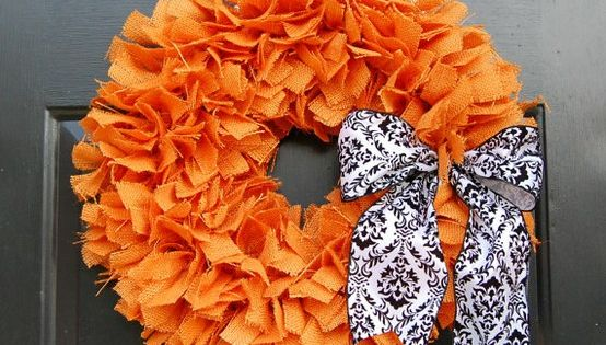101 Cool Fall Wreath Ideas - this with a blue bow for