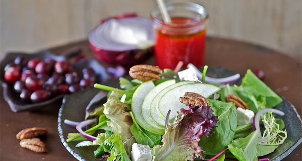 Mixed Greens with Apples, Candied Pecans and Cranberry Vinaigrette ...