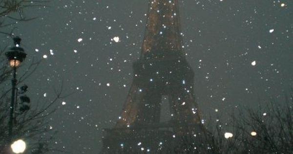 La Tour Eiffel et la neige. (The most beautiful photo of the
