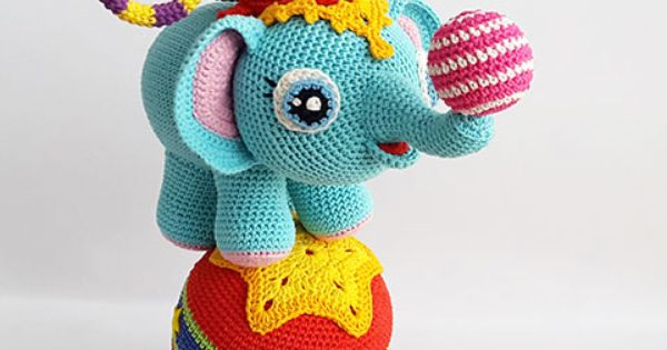 Amigurumi Patterns Contest : Lola, the little elephant with her friend Timi, the agile ...