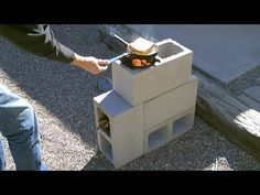 A Very Easy Way To Create Your Own Rocket Stove Simply Put 4 Concrete Cinder Blocks Together In The Bloques De Cemento Fogones De Ladrillo Fogones De Piedra