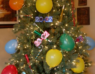 New Years Tree! Turn Christmas Tree Into A Fun New Years Eve