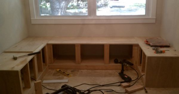 DIY kitchen nook corner bench plans! Hmmm, the dinette?