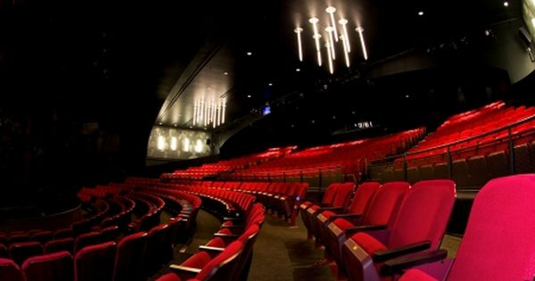 In April 2010 Broadway In Chicago Added A New Location To Their Family Of Theaters The Broadway Playhouse At Water Water Tower Place Water Tower Play Houses