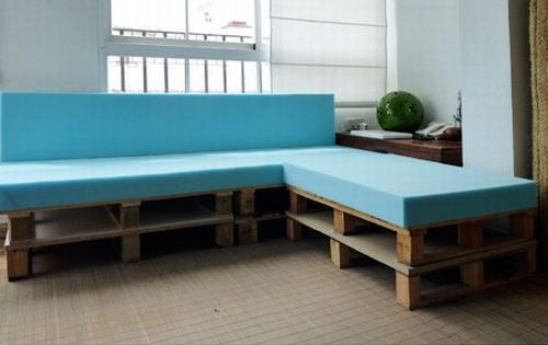 use wooden pallets to make a sectional couch!!! This would be great