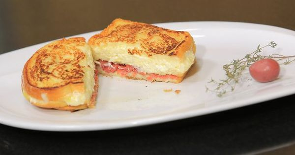 Cbc Sofra طريقة تحضير توست فرنساوي بالجبنة والبسطرمة شريف الحطيبي Recipe Breakfast Food Sandwiches