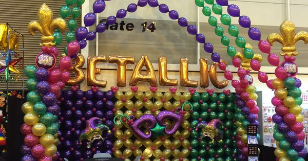 Our mardi gras themed booth at the halloween party expo for Balloon decoration classes