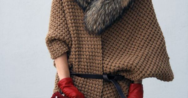 Red accessories, fur collar