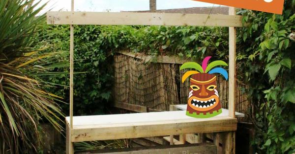 How to build a tiki bar using old pallets hawaiian party for How to make a tiki bar with pallets