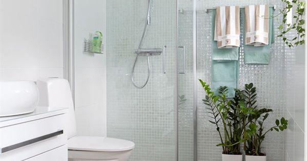 Minimalistin kylpyhuone pienin maustein. etuovisisustus kylpyhuone