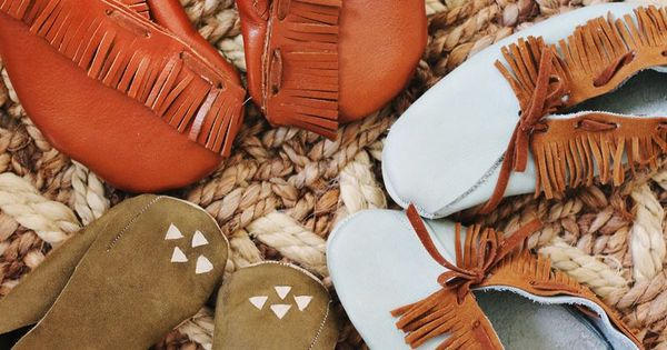 ~diy Leather Moccasins~ It's for kid's shoes, but I would def make