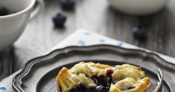Mini blueberry pies, Blueberry pies and Mini pies on Pinterest