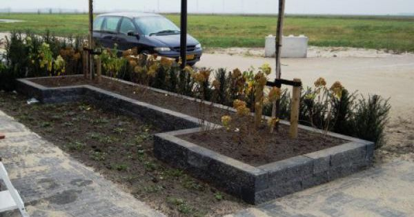 Verhoging border outdoor accessories pinterest tuin voor het huis en idee n - Moderne tuin ingang ...