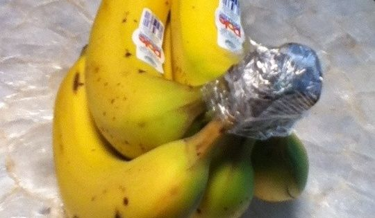 Must try - How to Keep Bananas Fresh Longer. Totally works. Noticed