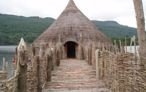 A Sottish Bog House Or Crannog Is An Ancient Loch Dwelling House Found Throughout Scotland And Ireland 5 0 Ancient Houses Ancient Architecture Medieval Houses