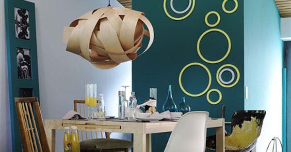 farbige holzringe nat rlich lassen sich ringe oder kreise auch einfach mit farbe auf die wand. Black Bedroom Furniture Sets. Home Design Ideas