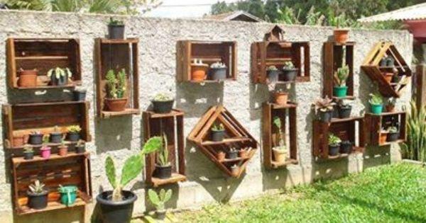 Recycler de vieilles cagettes c 39 est possible en faisant for Paredes de madera para jardin