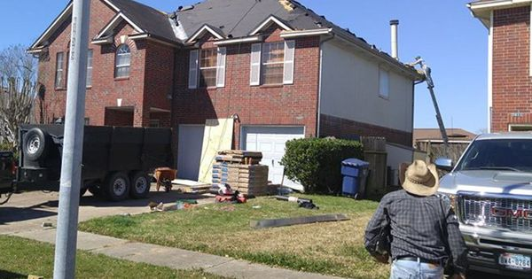 Professional Roofing Company Near Baytown Tx In 2020 Asphalt Roof Shingles Roof Shingles Roofing