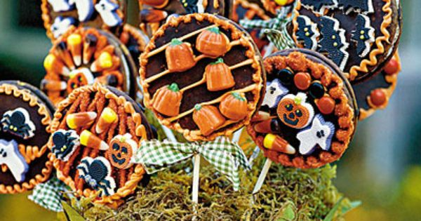 Harvest Moon Lollipops | fall autumn halloween treats