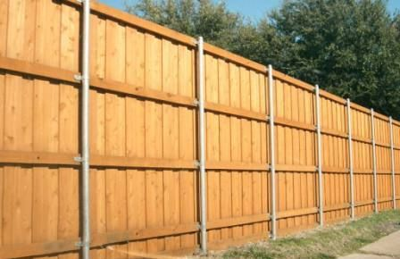 Metal Post 8ft Fence With 4 Wood Runners Metal Fence Metal Fence Posts Fence Construction