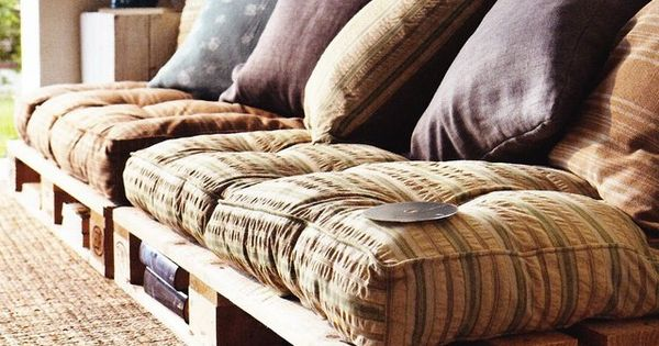 DIY Pallet Couch??? I can't imagine this could be comfortable but you