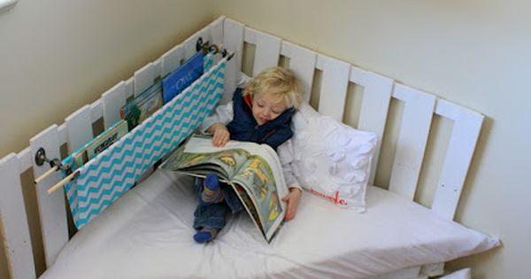 Reading corner. 12 Pallet Ideas for Kids Room Home Crafts