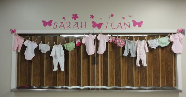 Baby shower clothesline clothespin decoration with onesies for Baby clothesline decoration
