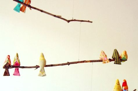 I love this, in a babies room or not!! DIY Bird Mobile