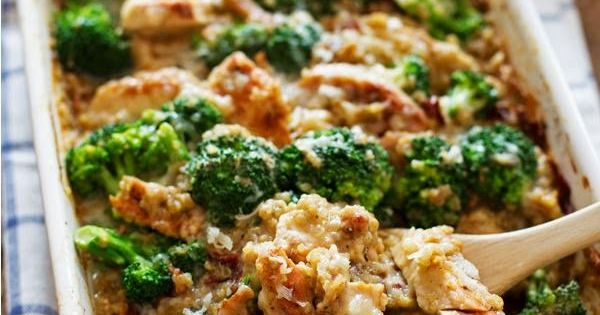 Creamy Chicken Quinoa and Broccoli Casserole...light and healthy casserole, low calorie, low fat, healthy, clean eating recipe