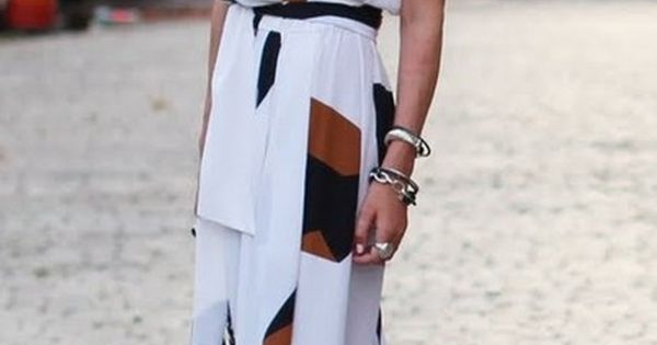 Love this long dress... Maxi dresses are amazing!