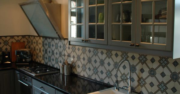 Portugese tegels cementegels cerium collectie floorz toegepast in keuken encaustic tiles cement - Keuken met cement tegels ...