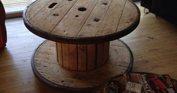Ancien touret cerclé en acier transformé en table basse de 1,20 m de ...