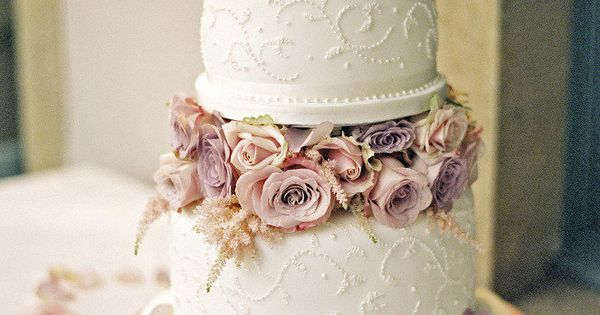 25 Classic Wedding Cakes That Stand the Test of Time: This light