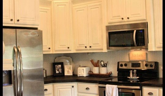 Love white cabinets, dark counters, stainless steel appliances and the classy chandelier!
