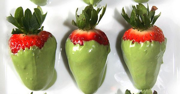 Green tea chocolate covered strawberries for St. Patrick's Day!