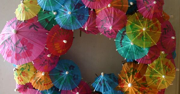 Drink Umbrella Wreath Here is a great fun idea for a summer