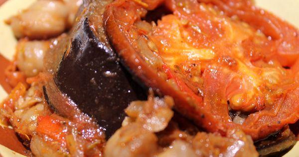 moussaka la libanaise aubergines pois chiches et tranches de tomates le tout cuit au four. Black Bedroom Furniture Sets. Home Design Ideas