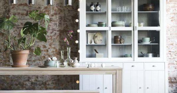 Kies voor de eetkamer eens een houten tafel met bank in plaats van stoelen eetkamer - Decoratie eetkamer hok ...