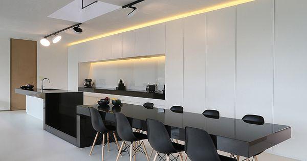 El arquitecto egide meertens es el autor de esta for Casa minimalista rojo