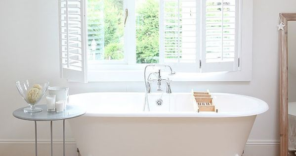Remodeling 101 freestanding vs built in bathtubs pros for Acrylic bathtubs pros and cons