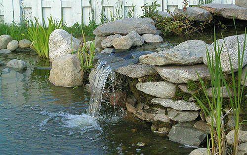 cascade d 39 eau chute d 39 eau de bassin chute d 39 eau de jardin d 39 eau bassin d 39 ext rieur. Black Bedroom Furniture Sets. Home Design Ideas