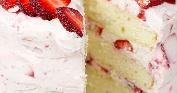 Fresh Strawberry Cake | This cake features loads of fresh strawberries and