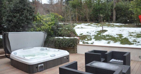 spa jacuzzi sur une terrasse spa jacuzzi terrasse. Black Bedroom Furniture Sets. Home Design Ideas