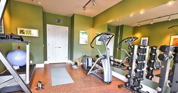 Very nice gym studio with good cardio equipment great