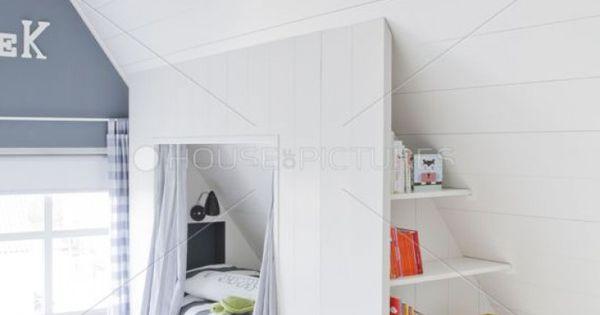 Schönes helles Kinderzimmer mit Dachschräge. Tolle Idee ...