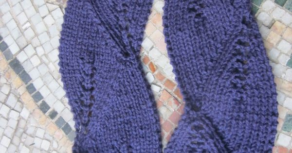 Vite Cowl Knitting Pattern : Ribbed Annabelle leaf lace cowl free knitting pattern and more free cowl knit...