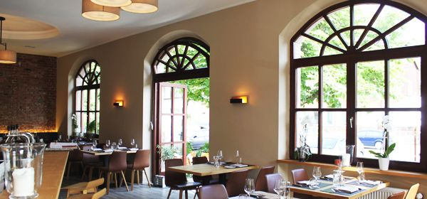Gusto Natural Wine Steak Nice Terrace Burgweg 25 90482 Nurnberg Offnungszeiten Montag 17 00 Modern Gusto Cafe Bar