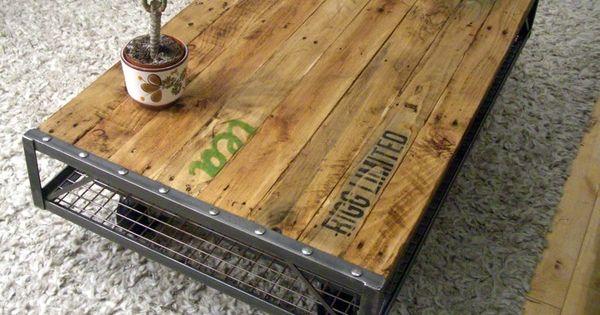 Beau m lange de mat riaux bois m tal pallet coffee for Low lying coffee table